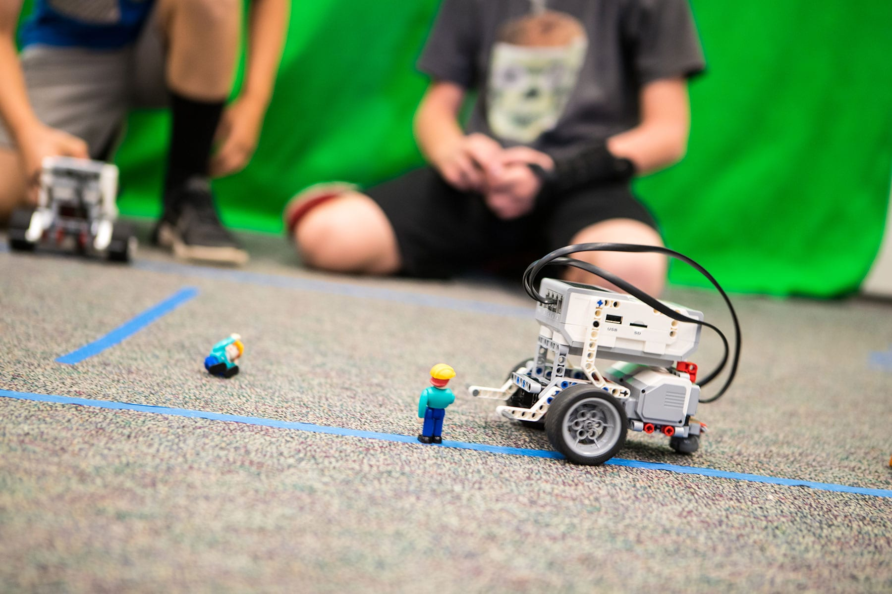 LCUSD students work with Technic Legos